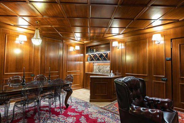 gandossi-arredamenti-portfolio-mobili-su-misura-sala-da-te-legno-noce-galleria-5
